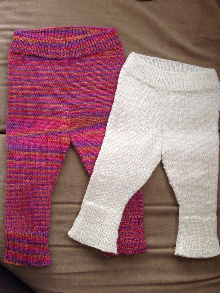 Ullbukser baby :) Den hvite er i str 0-3 mnd, og den rosa er i 6-9 mnd.