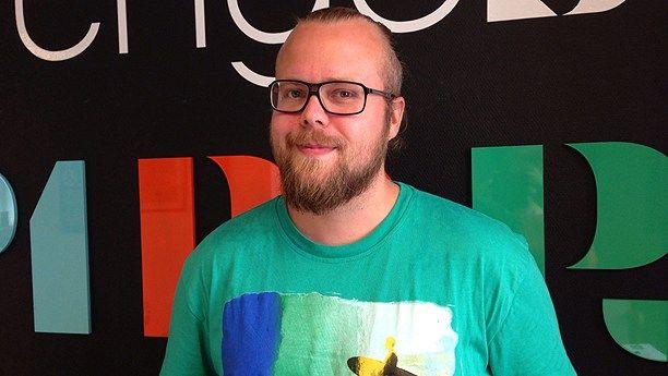 Lyssna på Jesper Berntsson från Trollhättan som pratar om Enhet i Sveriges Radio.