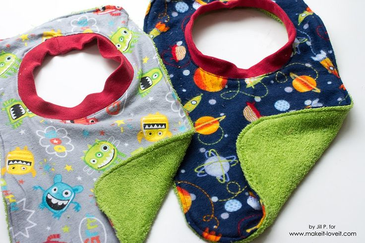 If you have been looking to make the perfect baby gift, you will LOVE this easy to make reversible baby bib tutorial.