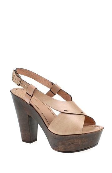 Yüksek Topuklu Bej Ayakkabı
