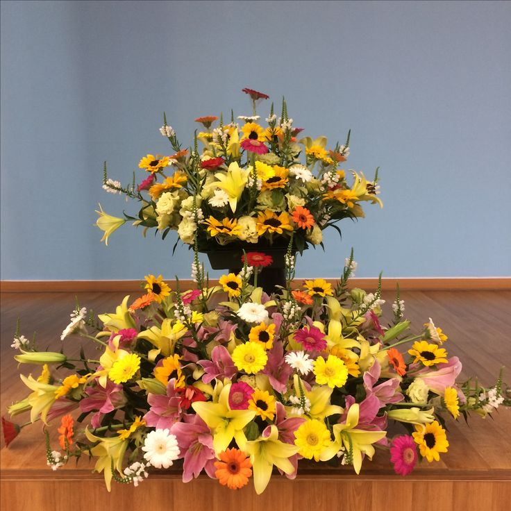 2017.7.2. This week's church flower decoration. Little sunflowers and yellow and pink color lilies.