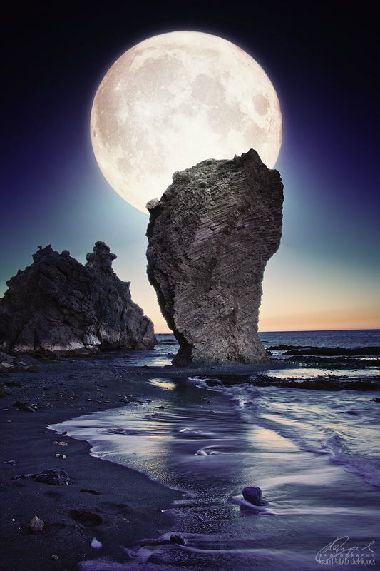 .Rocks Beaches, Beautiful Moon, Fullmoon, Andalucia Spain, Juan Pablo, Full Moon, Beauty Moon, Moon Pictures, Manaca Rocks