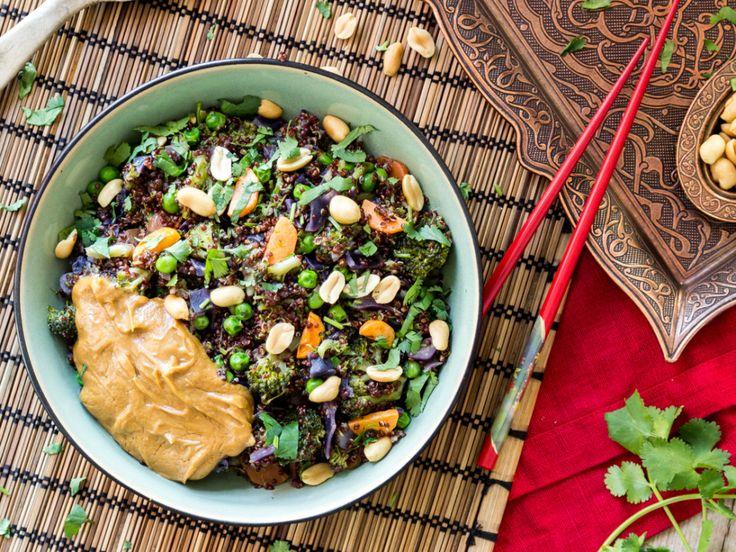 One Pot Quinoa Thai Style mit Erdnusssauce