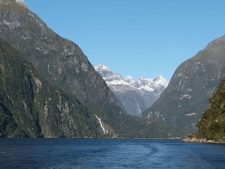 La naturaleza salvaje de Milford Sound en Nueva Zelanda