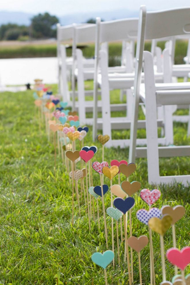 heart wedding aisle decor. This so freaking cute. Perfect for some one who has a thing for hearts...