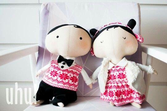 Poznaliście już Miecia jako mojego nowego chłopaka ale oczywiście jedyną jego miłością jest Zosia <3 zobaczcie jak pięknie wyglądają razem :) Oboje dostępni są na daWandzie, może warto pomyśleć już o prezentach na święta? :) http://pl.dawanda.com/product/91913275 http://pl.dawanda.com/product/91619779-zosia---tilda-sweetheart-witeczna-lalka