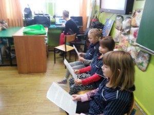 IIe uczyć chce  Pani Aneta Kościńska ze swoją klasą IIe przygotowała piękną lekcję dla młodszych dzieci z zerówki. Lekcja dotyczyła baśni Andersena.