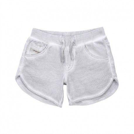 SHORTS DIESEL KID Shorts per bambina della Diesel Kid in morbido tessuto di cotone con effetto slavato di colore grigio con elastico in vita, coulisse e tre tasche frontali, uno shorts della Diesel Kids da indossare tranquillamente per la vita all'aria aperta e per la massima comodità di casa. #diesel #dieselkid #shorts #pantaloncini #abiti #vestiti #bimbe #bambina #ragazze #girl #kid #junior #baby #teen #child #children #abbigliamento #clothing #shoponline #ecommerce #fashion #moda #saldi