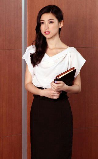 Zhu Zhu actress. office look