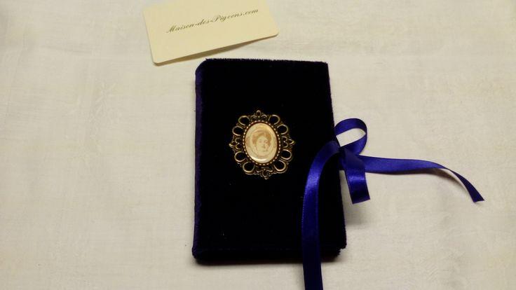 Goth - süße neue Visitenkartenmäppchen - lila Samt mit Spitzentäschchen innen und Bändchen zum zubinden - es sind lila Bändchen...