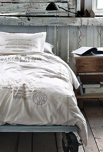 .: House Design,  Comforters, Industrial Chic, Beds Frames,  Puff, Bedrooms, Beds Linens, Modern Interiors, Boys Room