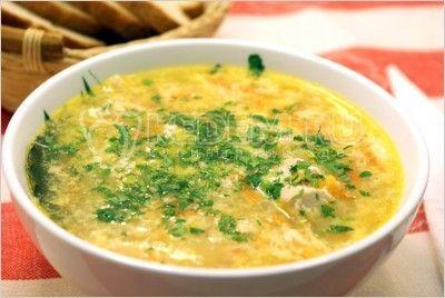 Куриный суп с яйцом. Ингредиенты: 400 г часть курицы, 1 луковица, 1 морковь, 2-3 шт. картофеля, 1 яйцо, зелень по вкусу, соль по вкусу, перец по вкусу. Приготовление: Курицу порезать на кусочки,…