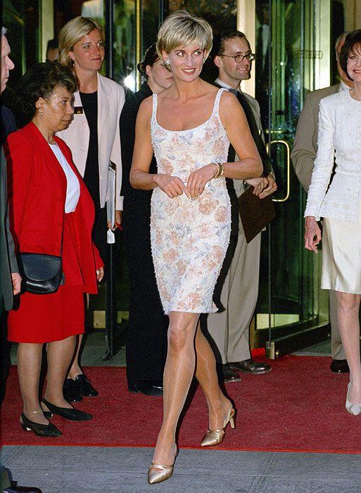 La diseñadora Catherine Walker, fallecida en 2010, vistió durante más de quince años a Lady Di, quién acabó por convertirse en un icono de estilo