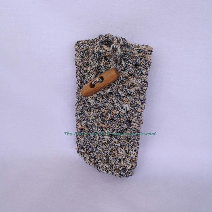 Crochet mobile case. €8. Available by order.