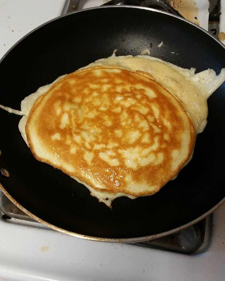 Cream Cheese Pancakes… with a Fluff!We all know the secret to the simplest nices keto low-carb pancake right? You can add salt then, or sweetener, spices but that's the basic of our batter. 1 pancake...