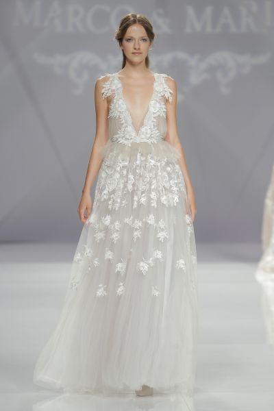 Vestidos de novia con escote en V 2017: Diseños para novias atrevidas y arriesgadas Image: 23