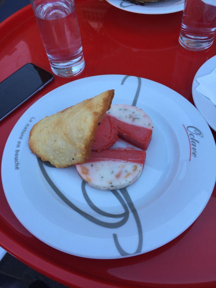 Papa Poule, sorbet framboise et citron surmonté d'un biscuit aux amandes qui a fait son effet - Chez Octave, Toulouse