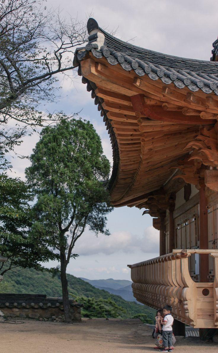 Beautiful roof line / Han Ok - Korean house