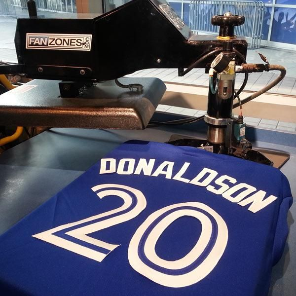 Hot off the press! Get your NEW @BlueJays @BringerOfRain20 jersey at http://atmlb.com/1HNsF1a . #20  https://twitter.com/BlueJays/status/538763181108101120