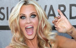 "Jenny McCarthy Can't Get Away with Denying She's ""Anti-Vaccine"" - The Daily Banter"