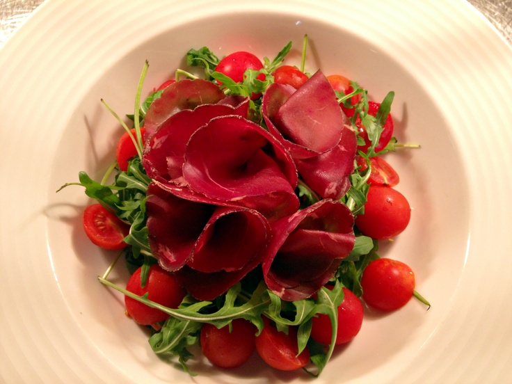 Salad with Bresaola, rucola, cherry tomatoes