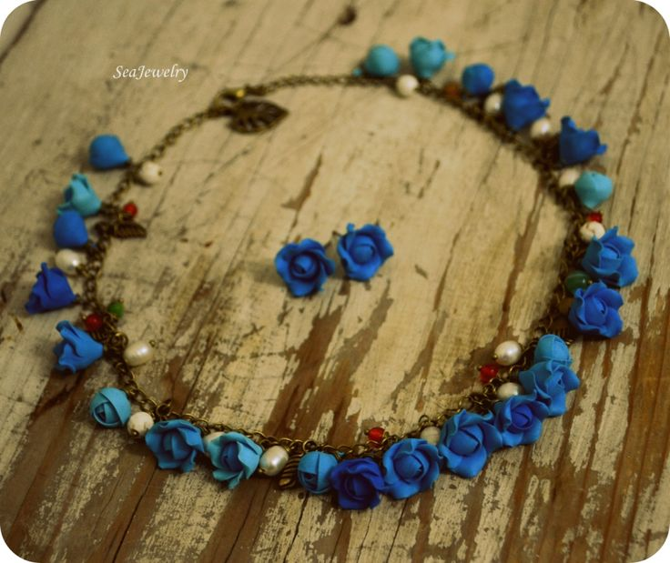 Blue Roses. (60 LEI la SeaJewelry.breslo.ro)