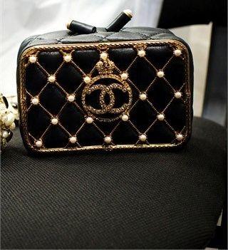 Wonder Little black purse to go with your wonderful little black dress.