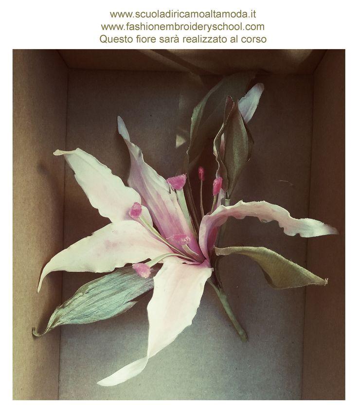 Nel corso si realizzano a mano prestigiosi fiori in stoffa (taffetà, chiffon, seta, organza) per decorare abiti, calzature e accessori moda con particolari eleganti e ricercati.   °Tutte le nostre attività sono riservate esclusivamente ai soci. info: www.scuoladiricamoaltamoda.it, www.fashionembroideryschool.com  info e prenotazioni:  +39-3297075845, +39-0697273939 #fioriinseta, #silkflowers, #makingflowers, #handmade, handmadeflowers,  #fioriperlasposa, #sposa, #rose, #rosediseta,