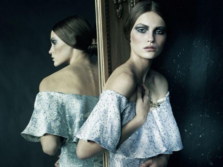 "Fashion story: Две стороны одного ""Я"": Одетта и Одилия, тёмное и светлое...  http://www.sffera.ru/photostudio/ Съёмки+7(495)287-86-85 Whatsapp: +79647879797 Sffera Photoproduction #рекламнаясъемка  #съёмка #фотостудия  #рекламныйфотограф #рекламноефото #russia #moscow #woman #art #beauty #spring #style #fashion #letoile #летуаль #magic #dreamscometrue #life #lifestyle #black #white #ballet #swan"