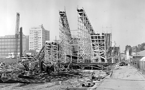 Roller Coaster Demolition : The cyclone racer at pike long beach california