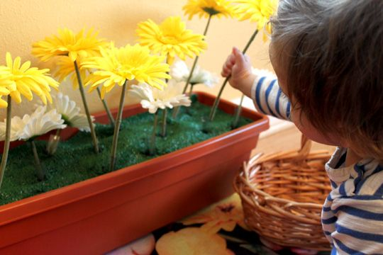 I absolutely adore this little indoor play garden! Seems really easy to make, and would add so much fun to a room.
