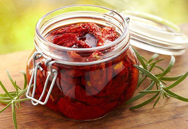 sušená rajčata naložená v oleji