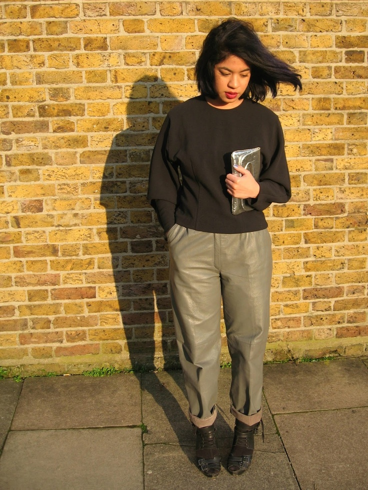leather trousers, silver clutch, cocoon sleeve top #outfit #streetstyle