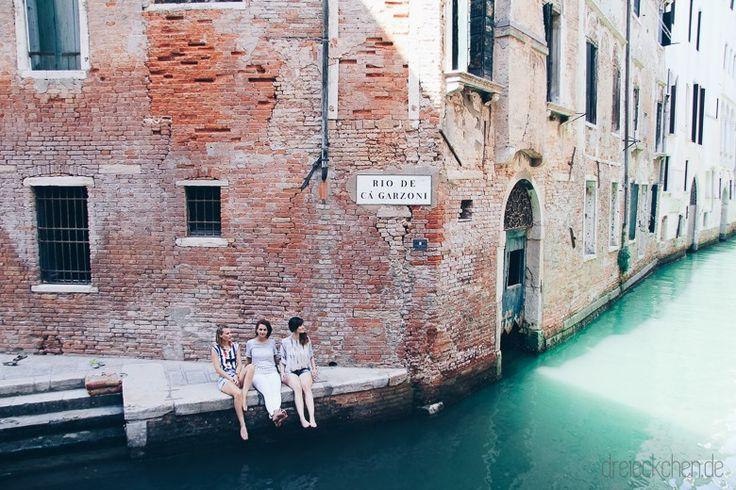 Gondolaah,Gondoleeh, Gondoliih! Die Rufe der Gondelfahrer haben sich bei uns als Tinnitus verewigt und auch der Boden scheint hier in Deutschland immernoch durch die vielen, venezianischen Bootsfahrten mitzuschwanken. Venedig war wirklich ein absolutes Erlebnis. Wir waren dort für ein Wochenende, genaur 3 Tage, und würden am liebsten sofort wieder zurück! Eine schwimmende Fußgängerzone durchwachsen vonmagst du weiterlesen?