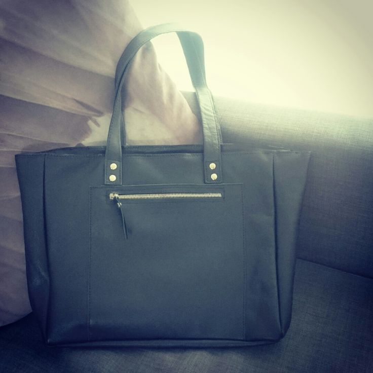 Black natural leather shopper by disorti.