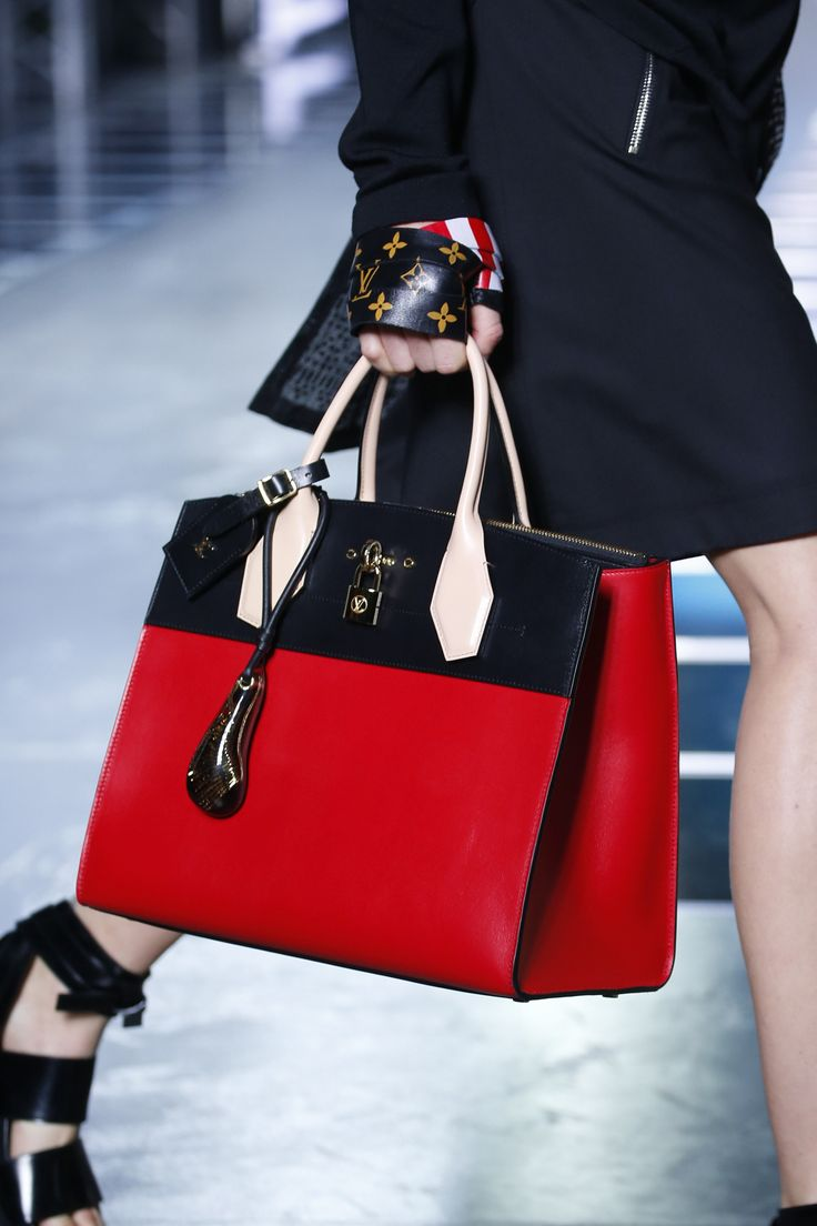 Louis Vuitton Spring 2016 Ready-to-Wear Fashion Show Details
