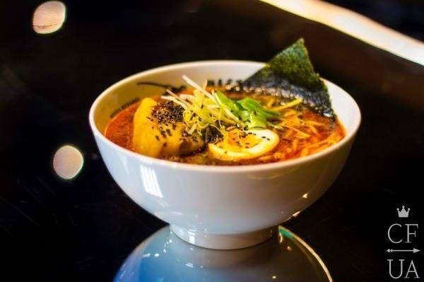 Традиционный японский суп рамен