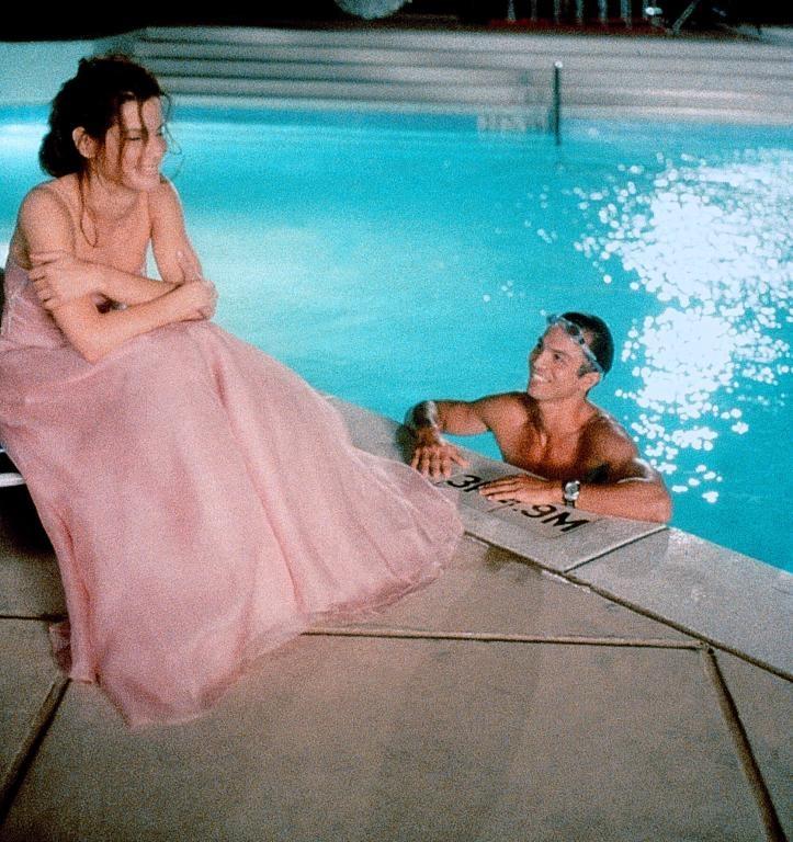 Benjamin Bratt (as Eric Matthews) and Sandra Bullock (as Gracie Hart) in Miss Congeniality (2000) #misscongeniality #2000 #2000movies #sandrabullock #benjaminbratt