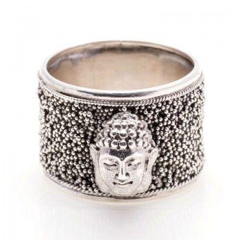 No dejes escapar el complemento perfecto de la moda #BohoStyle, como este anillo de plata de 1ª Ley con el símbolo de Buda. Original y exlusivo.
