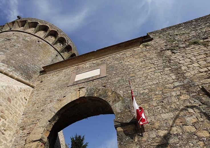 the Medici Fortress - Volterra - Tuscany #volterra #volterratur