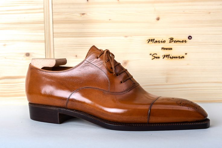 Today we present to Mario Bemer, brother of the late Stefano Bemer. Mario has created its own brand, which has been called-as could not be otherwise- with his name. Read more at:...