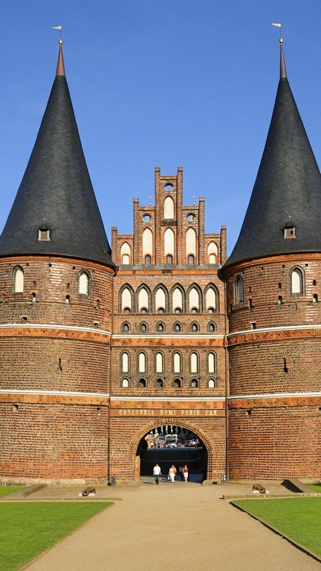 Holsten Gate.  The city gate marking the boundary of the old center of the Hanseatic city of Lubeck.  Relic of the medieval's city fortification.  GERMANY