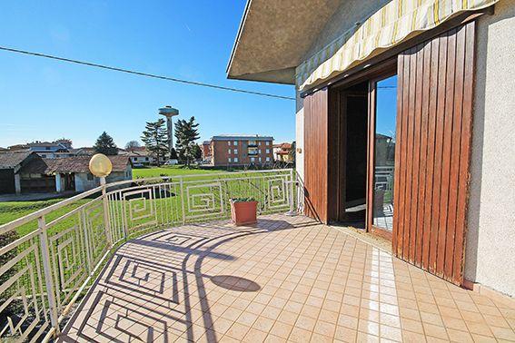 VERDELLINO Importante villa di mq 710 dislocata su 3