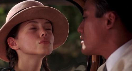 Jane March, window kiss