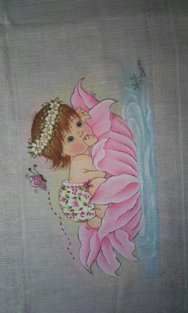 Bebê na flor