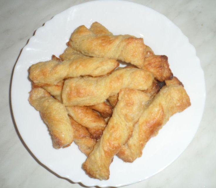 Слойки из быстрого слоеного теста - Puffs of quick puff pastry Подробнее здесь http://intipol.ru/Pages/kulinarvipechka_sloiki.html