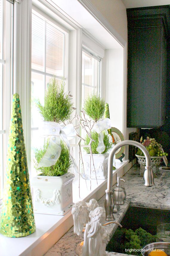 kitchen holiday decorating ideas | topiaries in the window