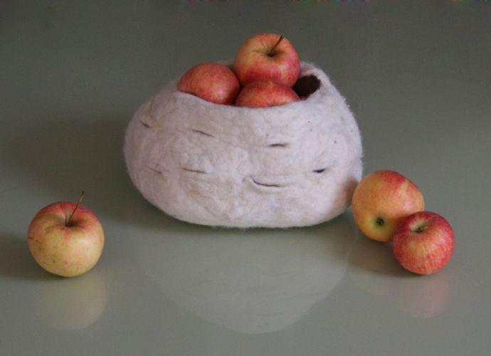 #felt multifunctional object. Bergschaf wool natural white.  Photo Judith Byberg