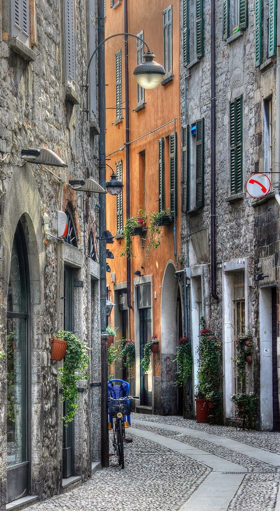 Street in Como, Lombardy, Italy