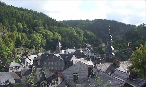 Uitzicht op de Stad Monschau in De Eifel in Duitsland. #duitsland #monschau #eifel